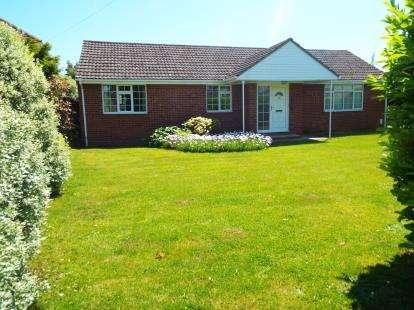4 Bedrooms Bungalow for sale in Hill Head, Hampshire