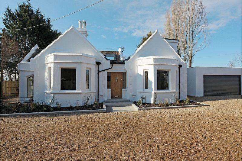 5 Bedrooms Bungalow for sale in Hailsham Road, Pevensey, East Sussex