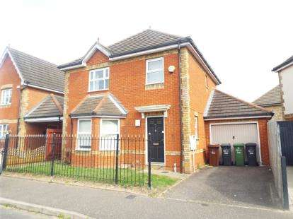 3 Bedrooms Detached House for sale in Parish Fields, Rush Green, Romford