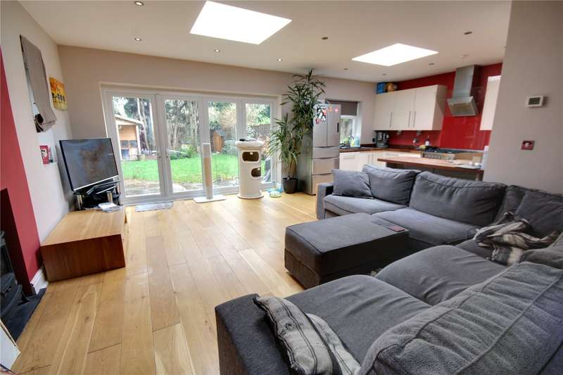 3 Bedrooms Detached House for sale in Laleham Road, Shepperton, TW17