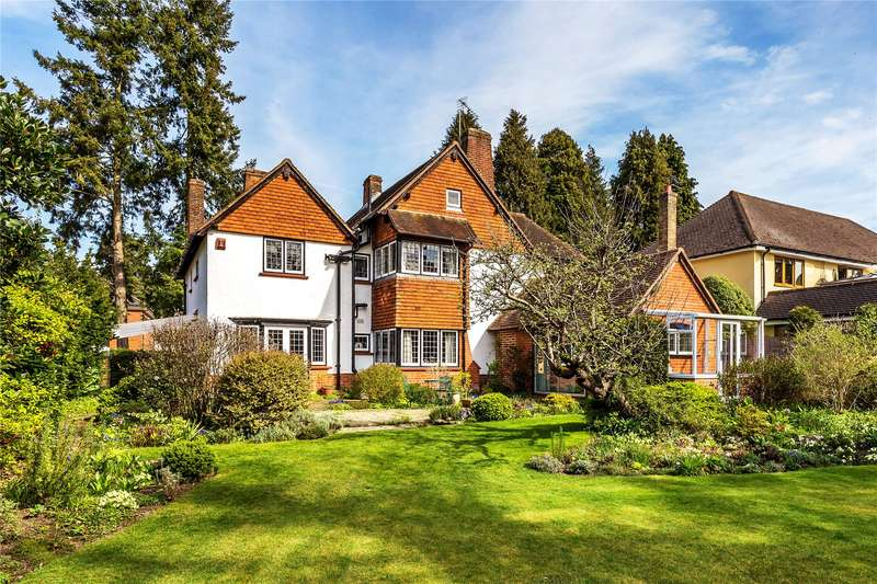 4 Bedrooms Detached House for sale in Hook Heath Avenue, Woking, Surrey, GU22