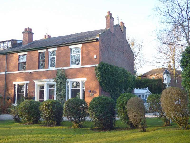 3 Bedrooms End Of Terrace House for sale in Ashdene, Rochdale, Lancashire, OL12