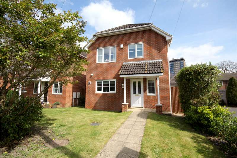 3 Bedrooms Detached House for sale in Brighton Close, Addlestone, Surrey, KT15
