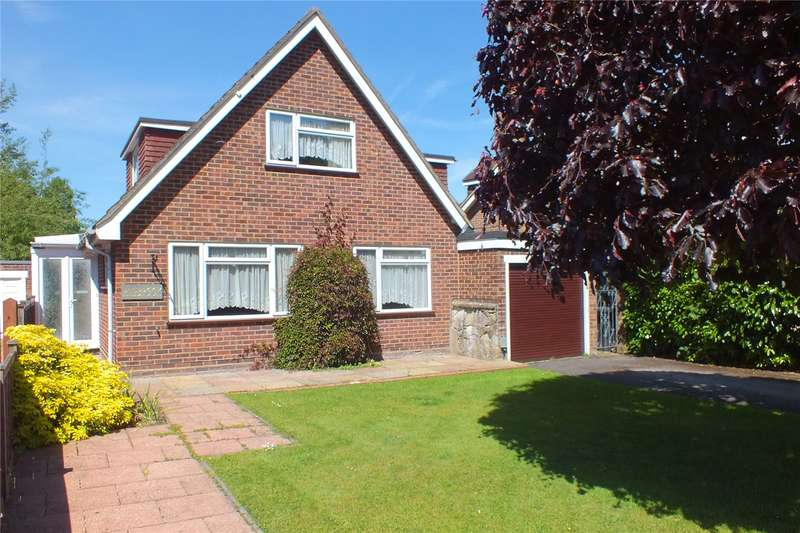 3 Bedrooms Detached House for sale in Oakley Drive, Fleet, GU51
