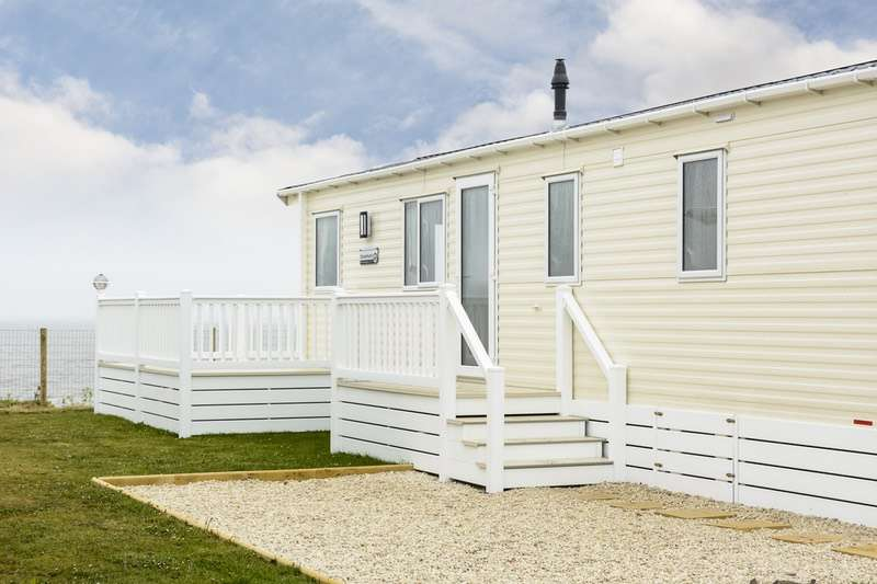 2 Bedrooms Mobile Home for sale in Baker's Score, Corton Lowestoft, Suffolk, NR32