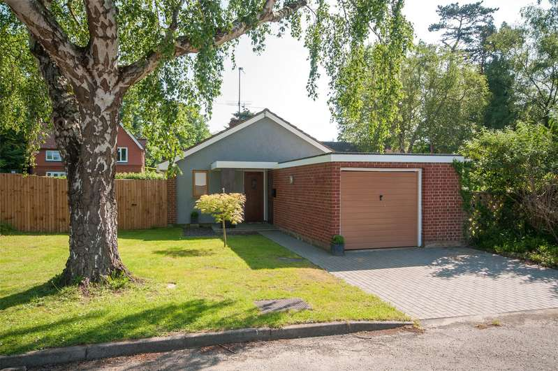 2 Bedrooms Detached Bungalow for sale in Ridgeway Close, Dorking, Surrey, RH4