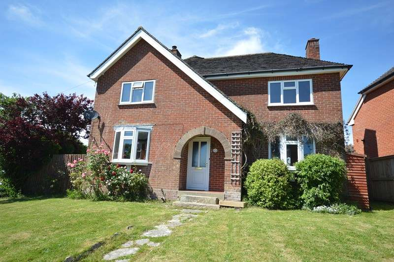 3 Bedrooms Detached House for sale in Southern Road, Lymington