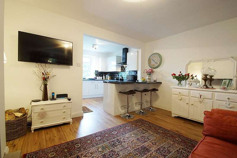 2 Bedrooms Terraced House for sale in Oldham Rd, Grasscroft OL4