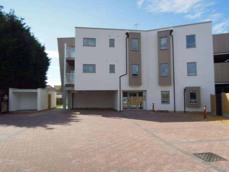 2 Bedrooms Flat for sale in Pavillion Drive, Leigh on Sea