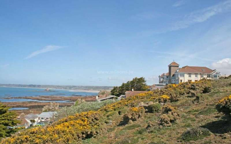 2 Bedrooms Apartment Flat for sale in St Brelade