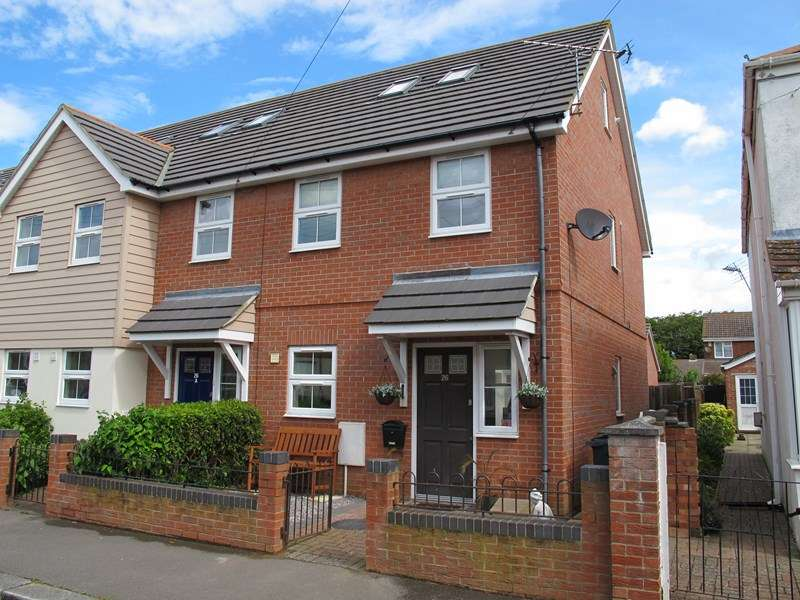 3 Bedrooms Semi Detached House for sale in Seymour Road, Lee-On-The-Solent