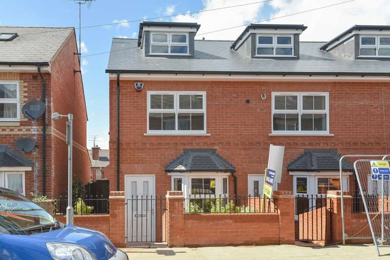 3 Bedrooms Terraced House for sale in Brighton Road, Reading, RG6