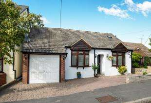 3 Bedrooms Bungalow for sale in Burdett Avenue, Gravesend, Kent, England