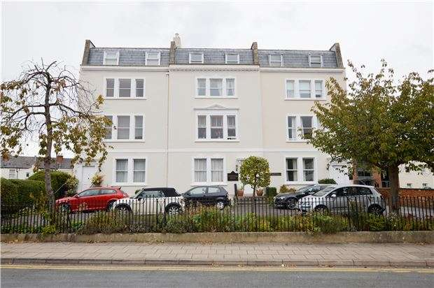 1 Bedroom Flat for sale in Somerset House Knapp Road, CHELTENHAM, GL50 3QQ