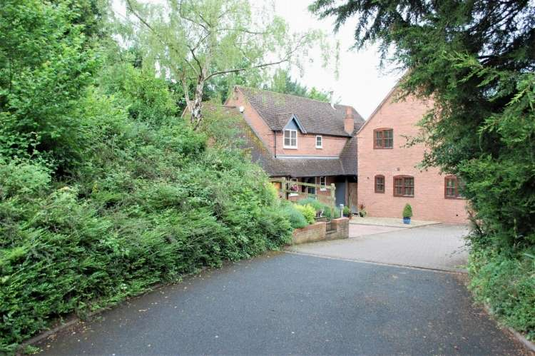 4 Bedrooms Detached House for sale in High Street Broom Alcester