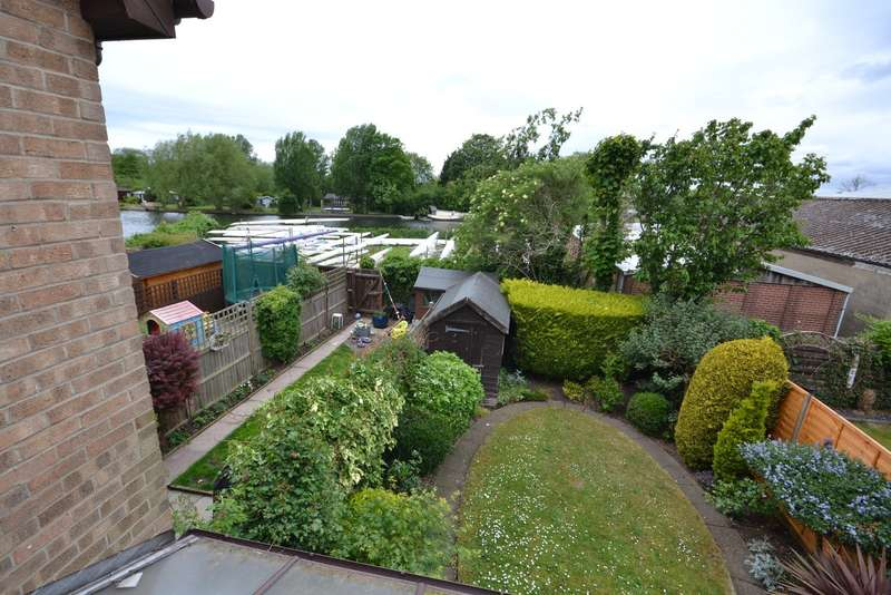 3 Bedrooms End Of Terrace House for sale in Walton on Thames
