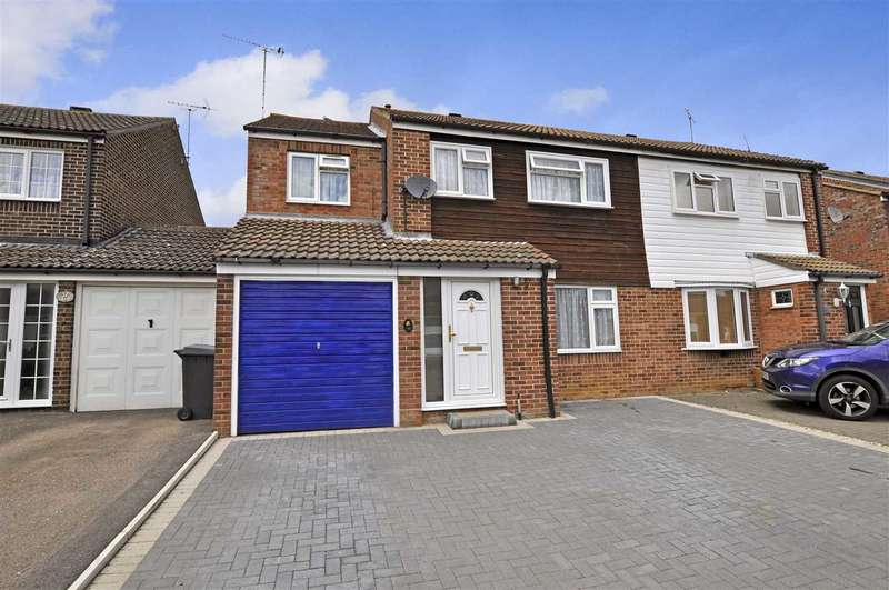 4 Bedrooms Semi Detached House for sale in Boleyn Way, Boreham