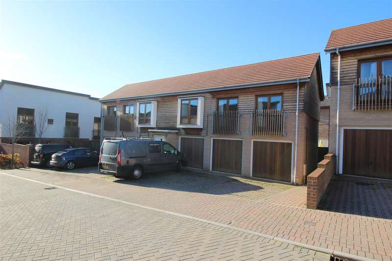 2 Bedrooms House for sale in Great Mead, Monkton Park