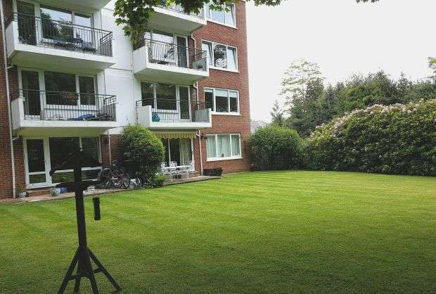 2 Bedrooms Flat for sale in 2 Bedroom First Floor Apartment, Large Living room, Kitchen, Bathroom, Private Parking