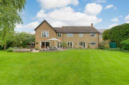 5 Bedrooms Detached House for sale in Waterloo Close, Abbotsley, St. Neots, Cambridgeshire