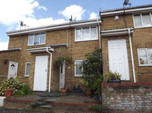 2 Bedrooms Terraced House for sale in Middleton Close, Gillingham, Kent
