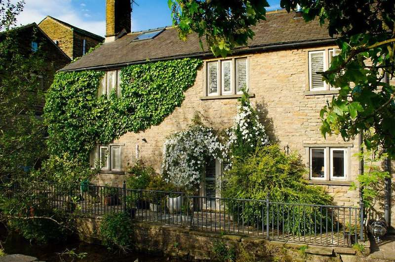 4 Bedrooms Terraced House for sale in Church Street, Hayfield, High Peak, Derbyshire, SK22 2JE