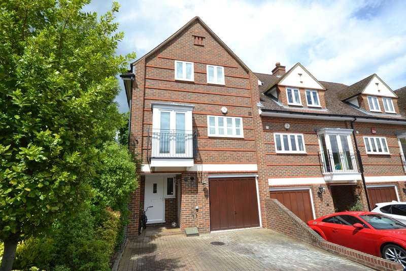 3 Bedrooms End Of Terrace House for sale in Pyrford