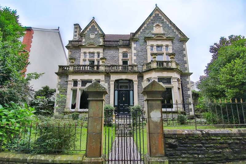 5 Bedrooms Detached House for sale in St James Gardens, Ffynone