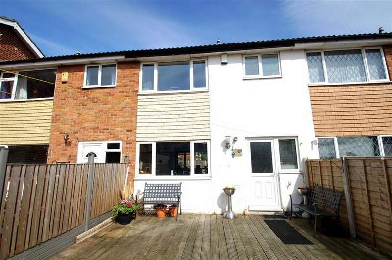 3 Bedrooms Terraced House for sale in Barton Court, Leeds