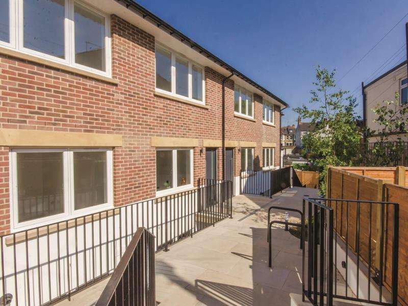 4 Bedrooms Terraced House for sale in New Trinity Road, N2