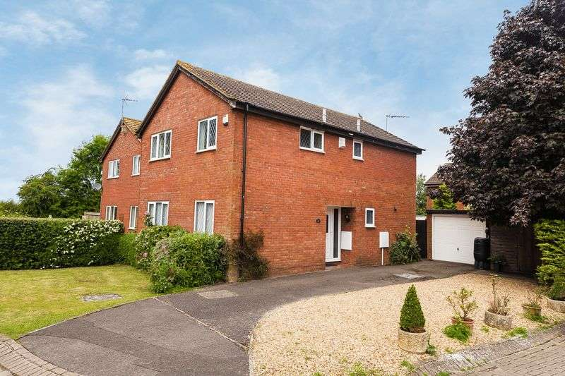 4 Bedrooms Property for sale in Swan Close, Grove, Wantage