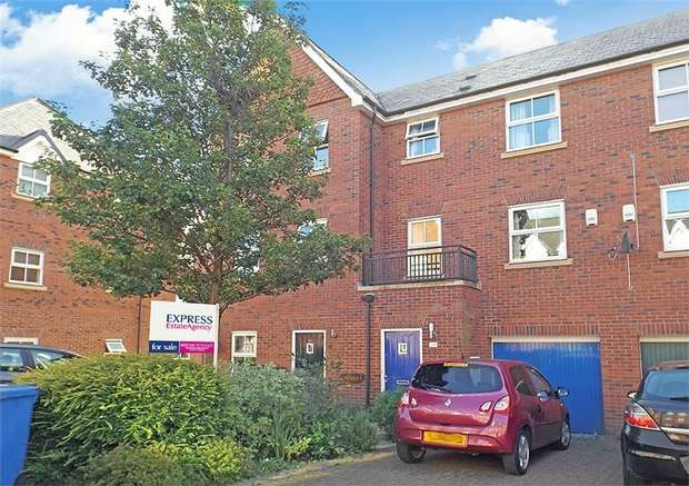 3 Bedrooms Town House for sale in Pinders Farm Drive, Warrington, Cheshire