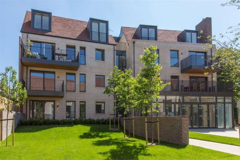 3 Bedrooms Flat for sale in Woodside Square, Muswell Hill, London