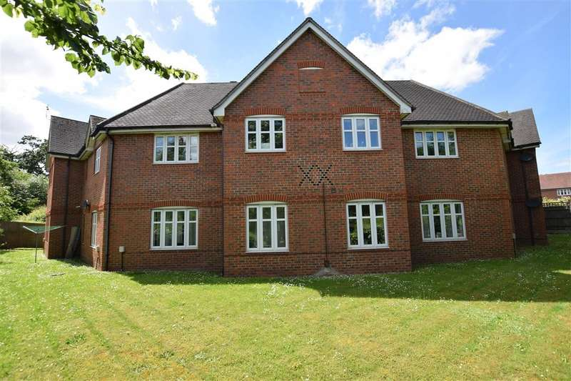 2 Bedrooms Flat for sale in Skylark Way, Shinfield, Reading, RG2
