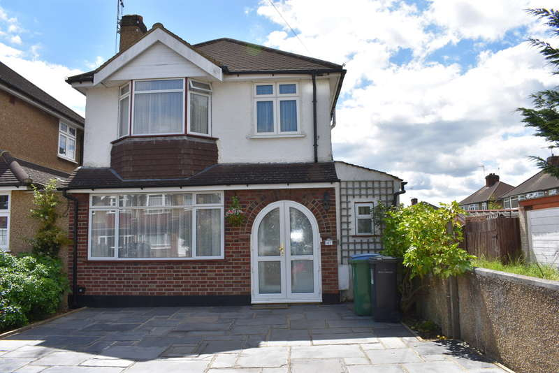 3 Bedrooms Detached House for sale in Hillingdon Road, Garston Watford
