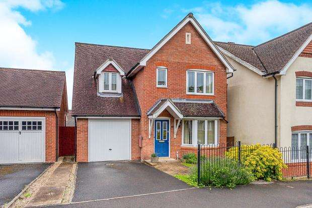 3 Bedrooms Detached House for sale in Alton, Hampshire, .