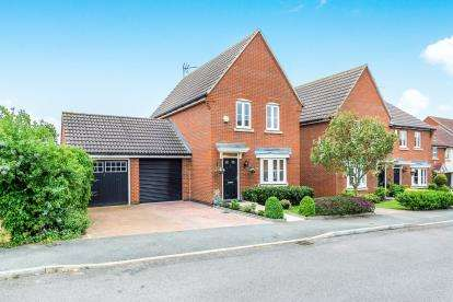 3 Bedrooms Detached House for sale in Collier Row, Romford, Essex