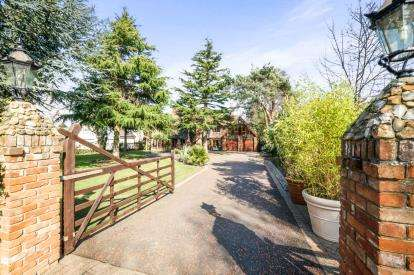 4 Bedrooms Detached House for sale in Lowestoft, Suffolk, .