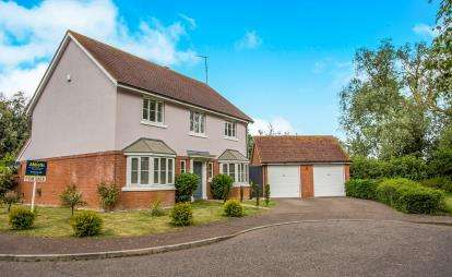 5 Bedrooms Detached House for sale in Bradwell, Great Yarmouth, Norfolk
