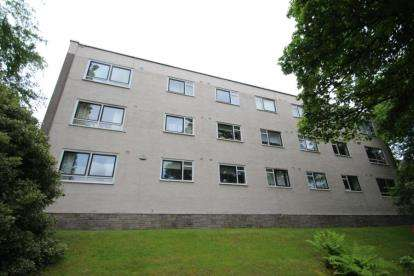 2 Bedrooms Flat for sale in Maxwell Court, 19 Maxwell Drive