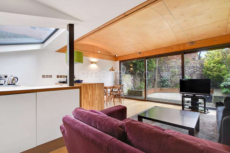 2 Bedrooms Flat for sale in Agincourt Road, Belsize Park, London, NW3