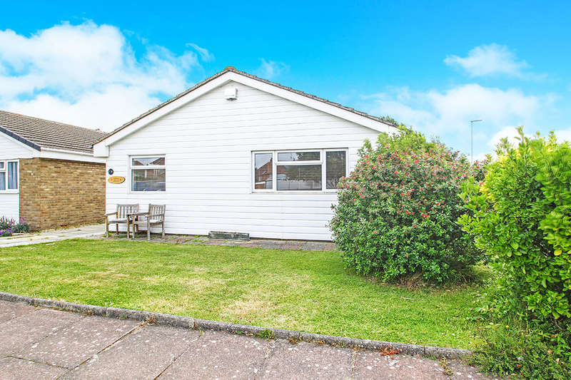 2 Bedrooms Detached Bungalow for sale in Middleton Drive, Eastbourne, BN23