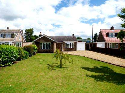3 Bedrooms Bungalow for sale in Nene Terrace, Crowland, Peterborough, Lincolnshire