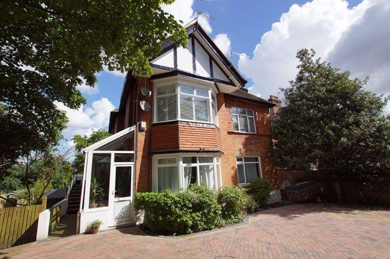 4 Bedrooms Apartment Flat for sale in Overbury Road, Lower Parkstone, Poole