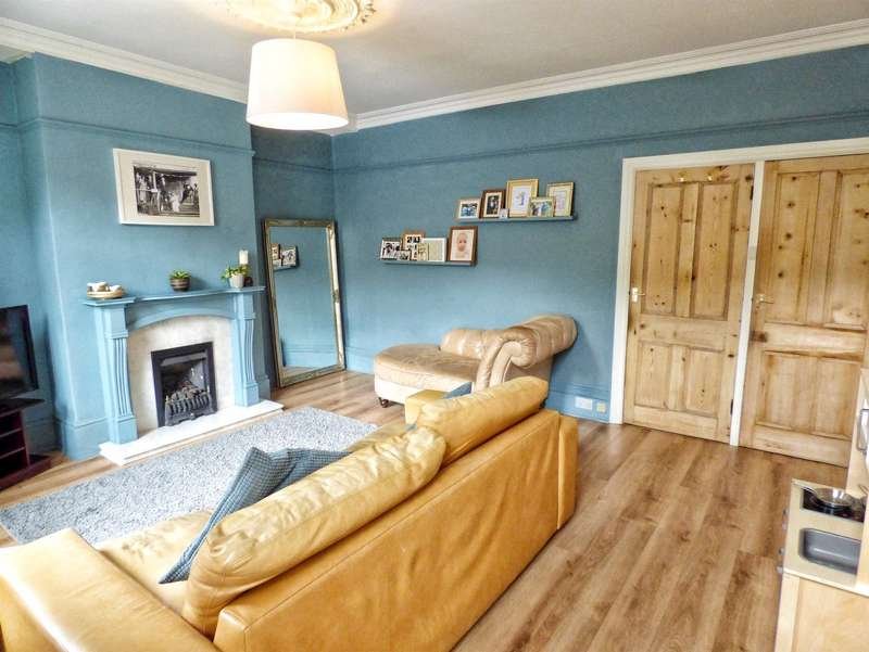 3 Bedrooms Terraced House for sale in Green Lane, Greetland, HALIFAX, West Yorkshire, HX4