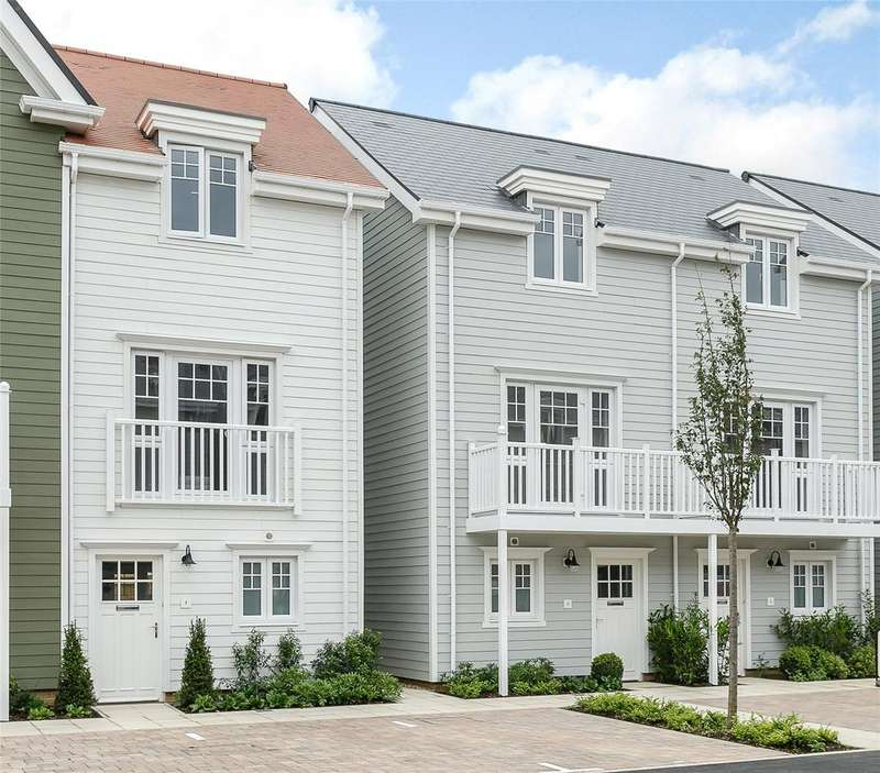 3 Bedrooms Semi Detached House for rent in Champlain Street, Green Park Village, Reading, RG2