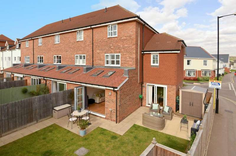 5 Bedrooms End Of Terrace House for sale in Hambrook Road, Holborough
