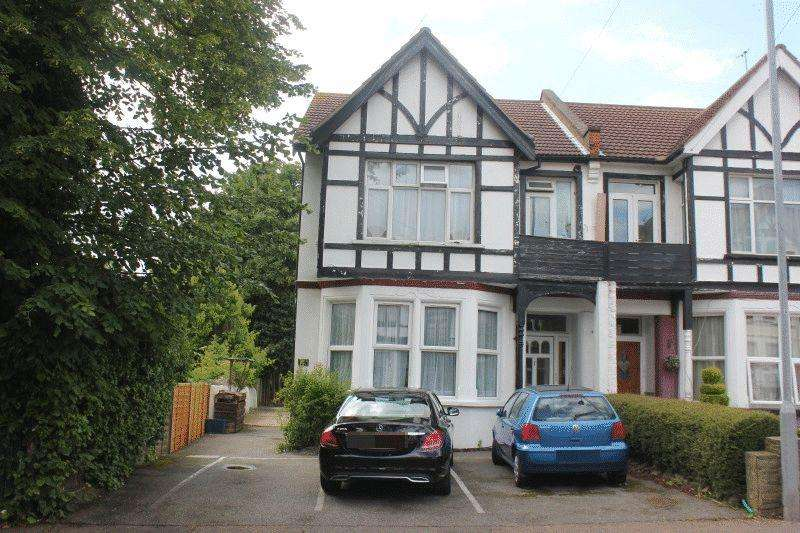 2 Bedrooms Ground Flat for sale in Valkyrie Road, Westcliff-On-Sea