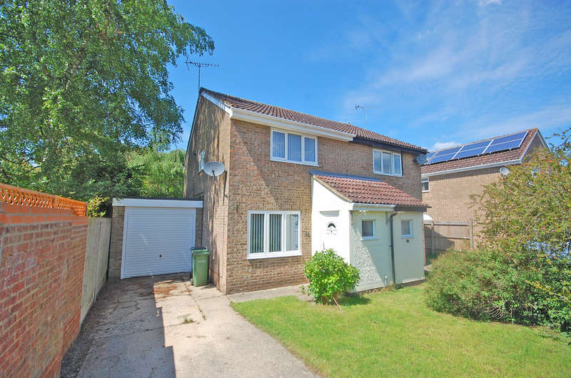 2 Bedrooms Semi Detached House for sale in Skiddaw Close, White Court, Braintree, CM77