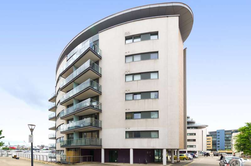 2 Bedrooms Flat for sale in Albert Basin Way, Gallions Reach, E16